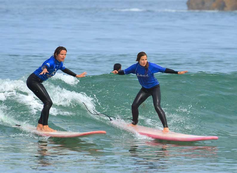 beginner surf course at baleal surf camp