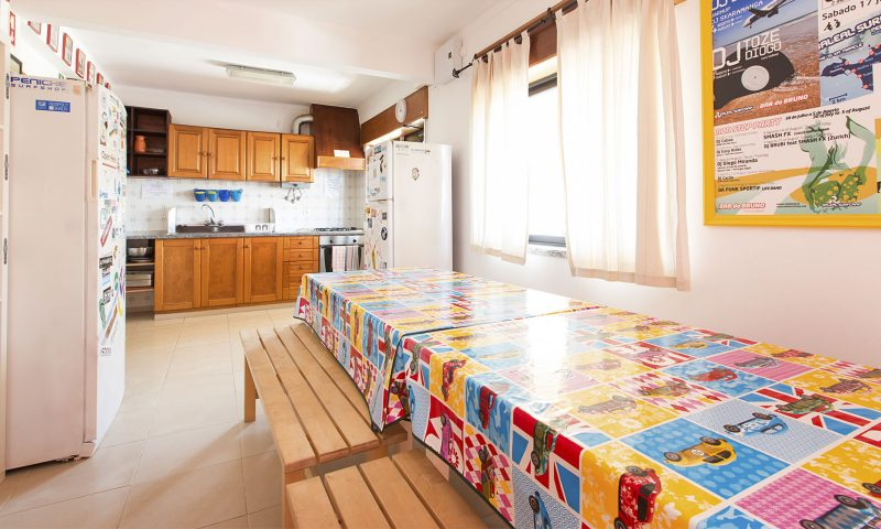 Baleal Hostel I - Kitchen B - Baleal Surf Camp