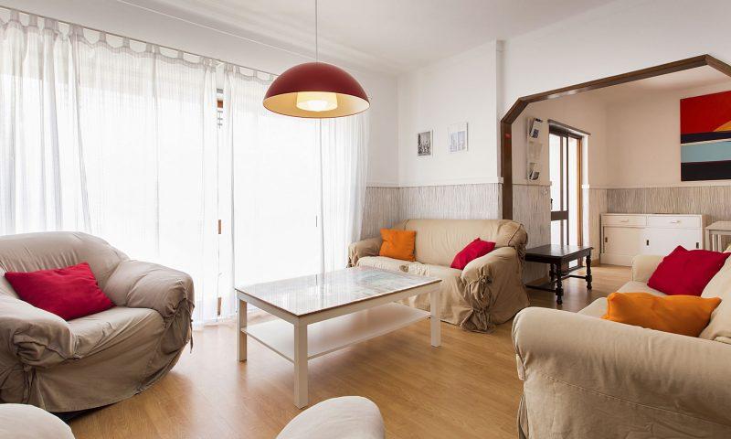 Baleal Hostel II - Living Room - Baleal Surf Camp