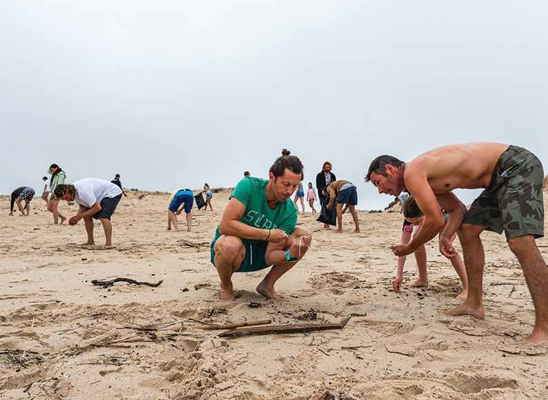 Beach-cleaning-at-baleal-surf-camp-peniche-portugal