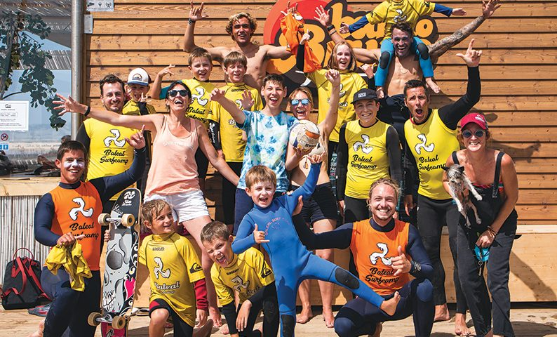 Family-Surf-Camp-Holidays-group-photo-baleal-surf-camp