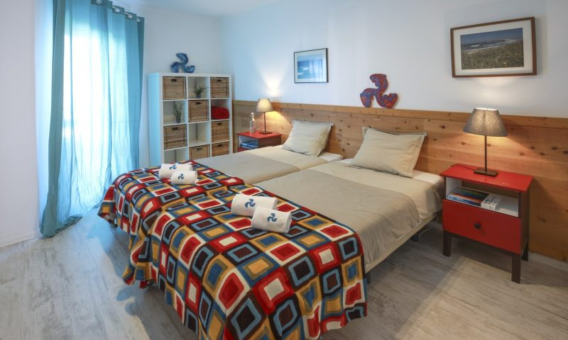 Cantinhos apartment - Main room - Baleal Surf Camp