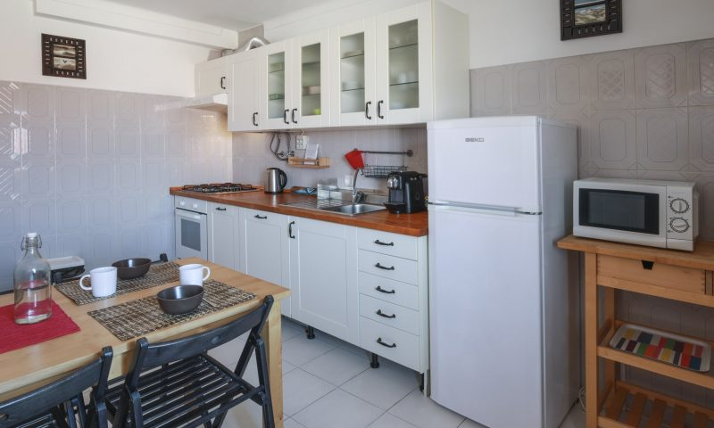 Cantinhos apartment - kitchen - Baleal Surf Camp