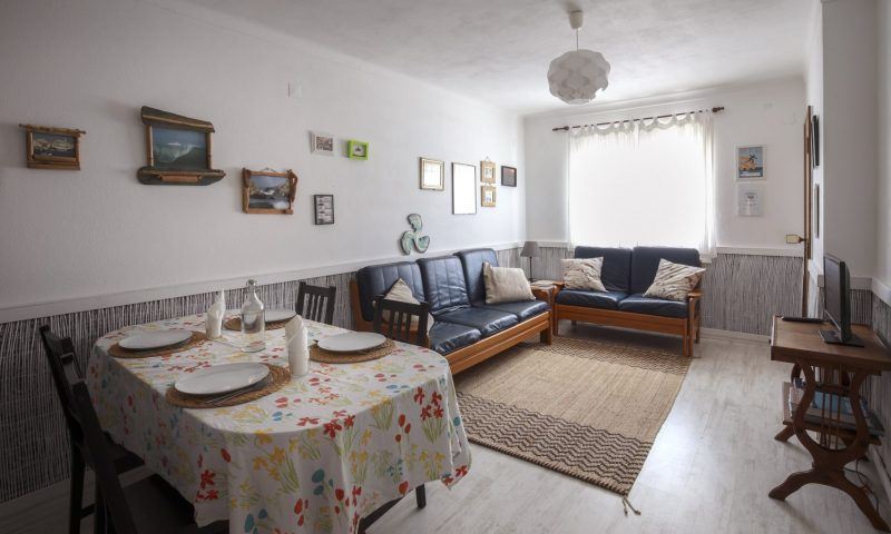 Fisherman's apartment - Living room - Baleal Surf Camp