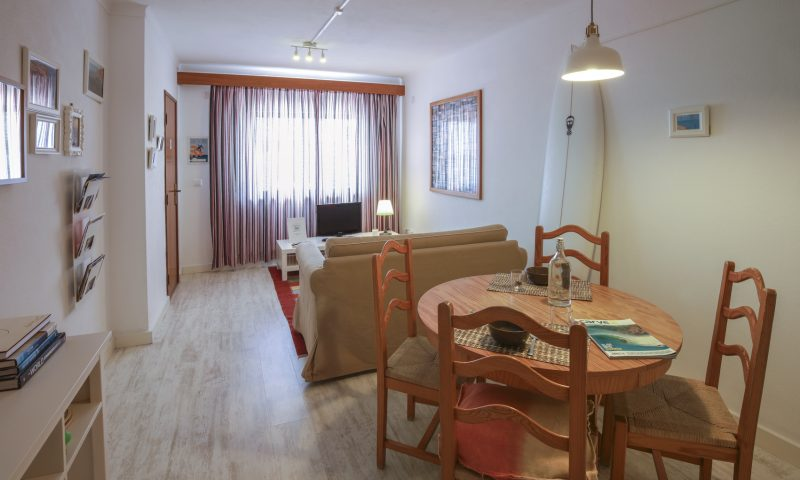Red Rock apartment - Living room - Baleal Surf Camp