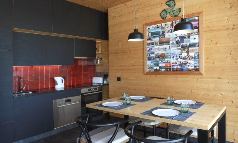 Surfers Nest apartment -Kitchen 2 - Baleal Surf Camp.jpg-min